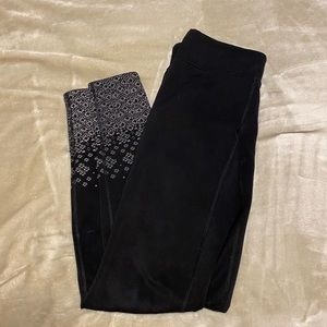 Lucy black leggings with gray ankle print size XS